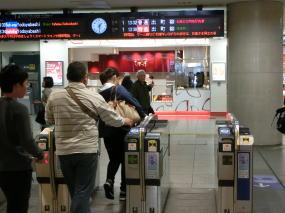 京阪『くずは』駅改札の写真