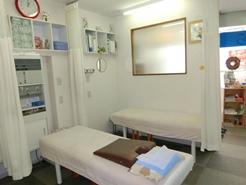 院内のベッドの写真