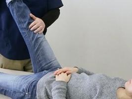 関節の動きを良くする施術の写真